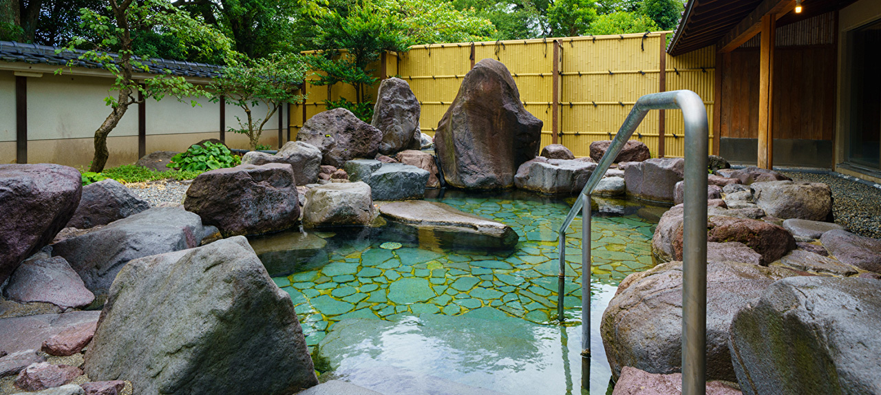 Garden view outdoor hot spring